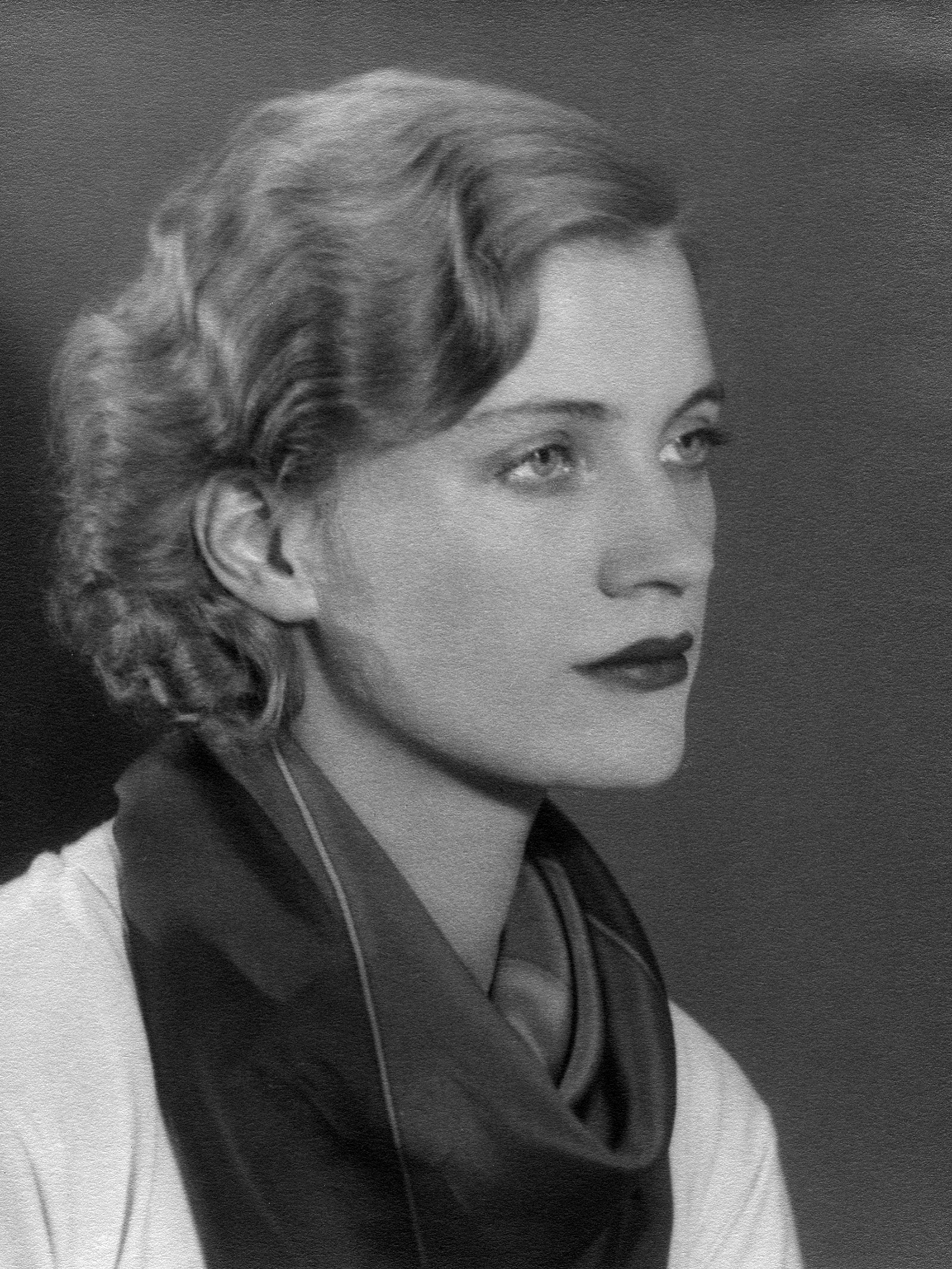 Self portrait (variant on lee miller par lee miller)