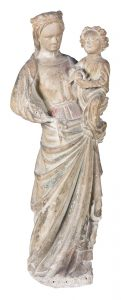 """Virgen con Niño"". Figura en piedra esculpida con restos de policromía. Francia. gótico. siglo XIV. Salida: 9.000 euros Remate: 10.000 euros"