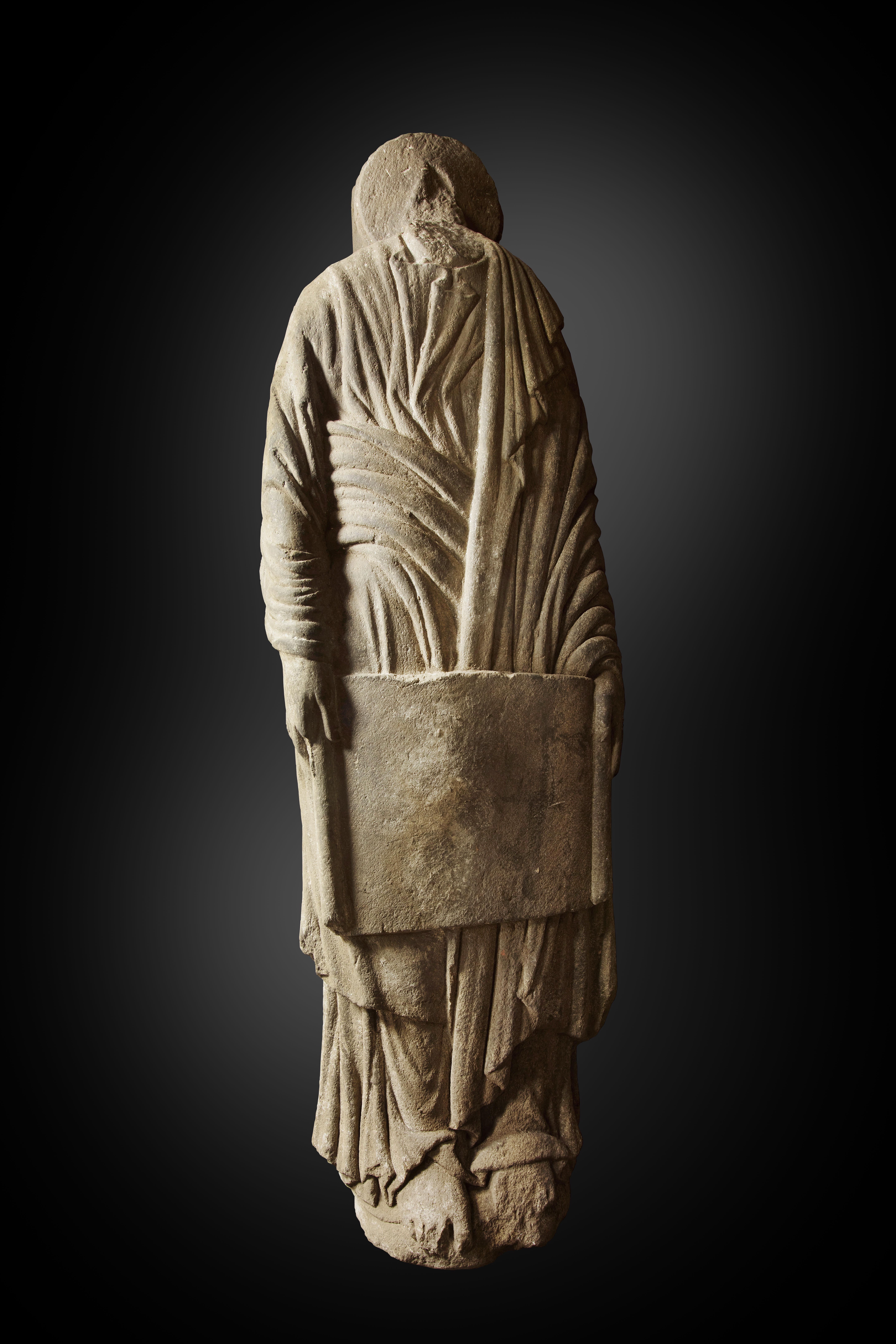 Estatua-Columna-masculina-con-cartela