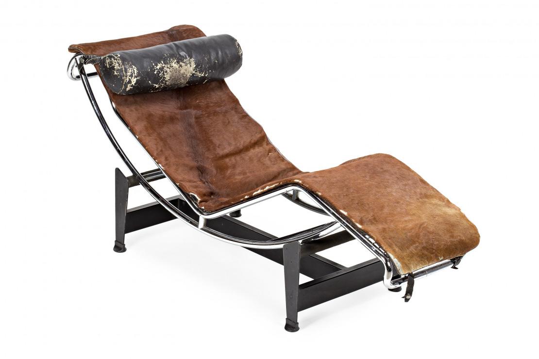 1581-Charles-Édouard-Jeanneret-Gris-Le-Corbusier.-Chaise-longue-C4.-Hierro,-acero-inoxidable-y-piel-de-potro.-Diseño-de-1928.Edición-Cassina