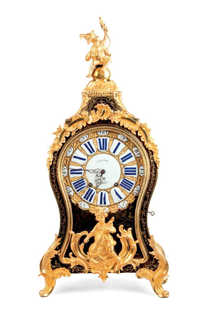 557 Reloj cartel época Luis XV, firmado Le Roy. Maquinaria París original Esfera de porcelana. Bronce dorado con motivos chinescos