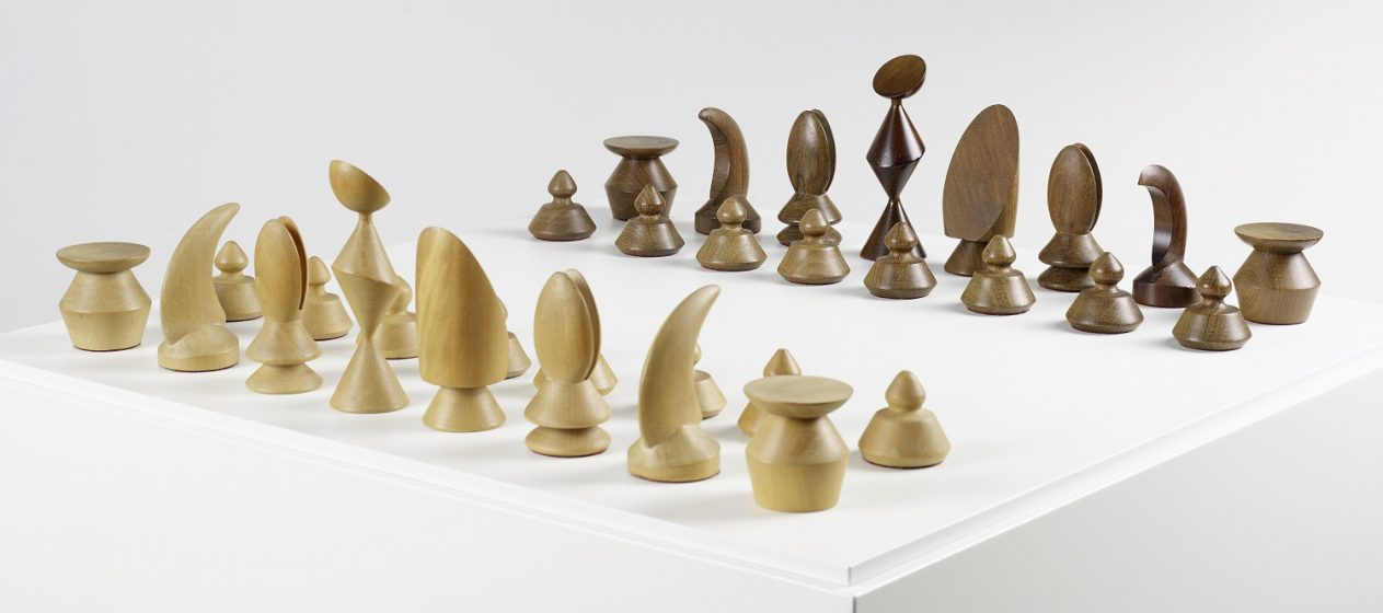 5_Max-Ernst_Chess-Set_1944_VEGAP-1263x560
