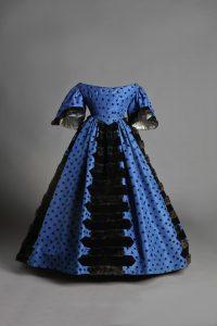 baja-Traje-de-baile-1850-1858.-Museo-del-Traje.-CIPE-MT000641A-MT000641C.-Fotografía-©Pablo-Linés-Viñuales