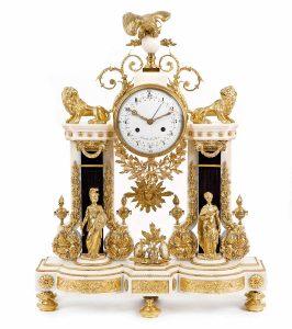 1330-Reloj-de-sobremesa-de-pórtico-en-mármol-blanco-y-negro-con-bronce-dorado-Francia-Luis-XVI-finales-del-siglo-XVIII