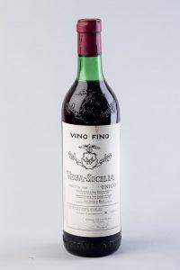321-Lote-formado-por-seis-botellas-de-Vega-Sicilia-Único-cosecha-de-1942.-
