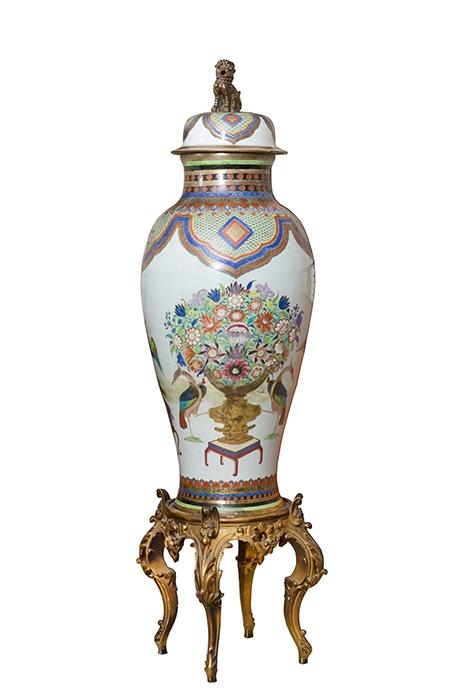 360-Jarrón-chino-S.-XIX-en-porcelana-vidriada-y-policomada.