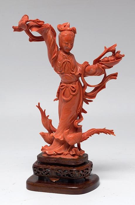 696-figura-china-representando-a-una-bailarina-con-frutas-y-aves-esculpida-en-coral-rojo.00