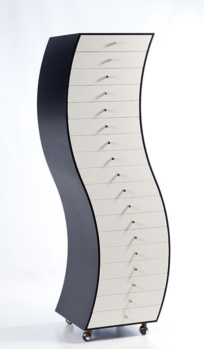 844-Mueble-de-cajones-en-madera-ebonizada-y-lacada-en-blanco.-Diseño-Shiro-Kuramata-Japon-1934-1991