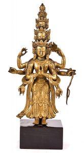 1337-Avalokistervara-Figura-en-bronce-dorado-China-S.XIX_.-Sobre-peana-de-mármol