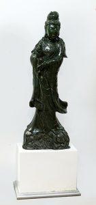 749-Kuan-Yin-Escultura-de-jade-tallado-con-peana-00