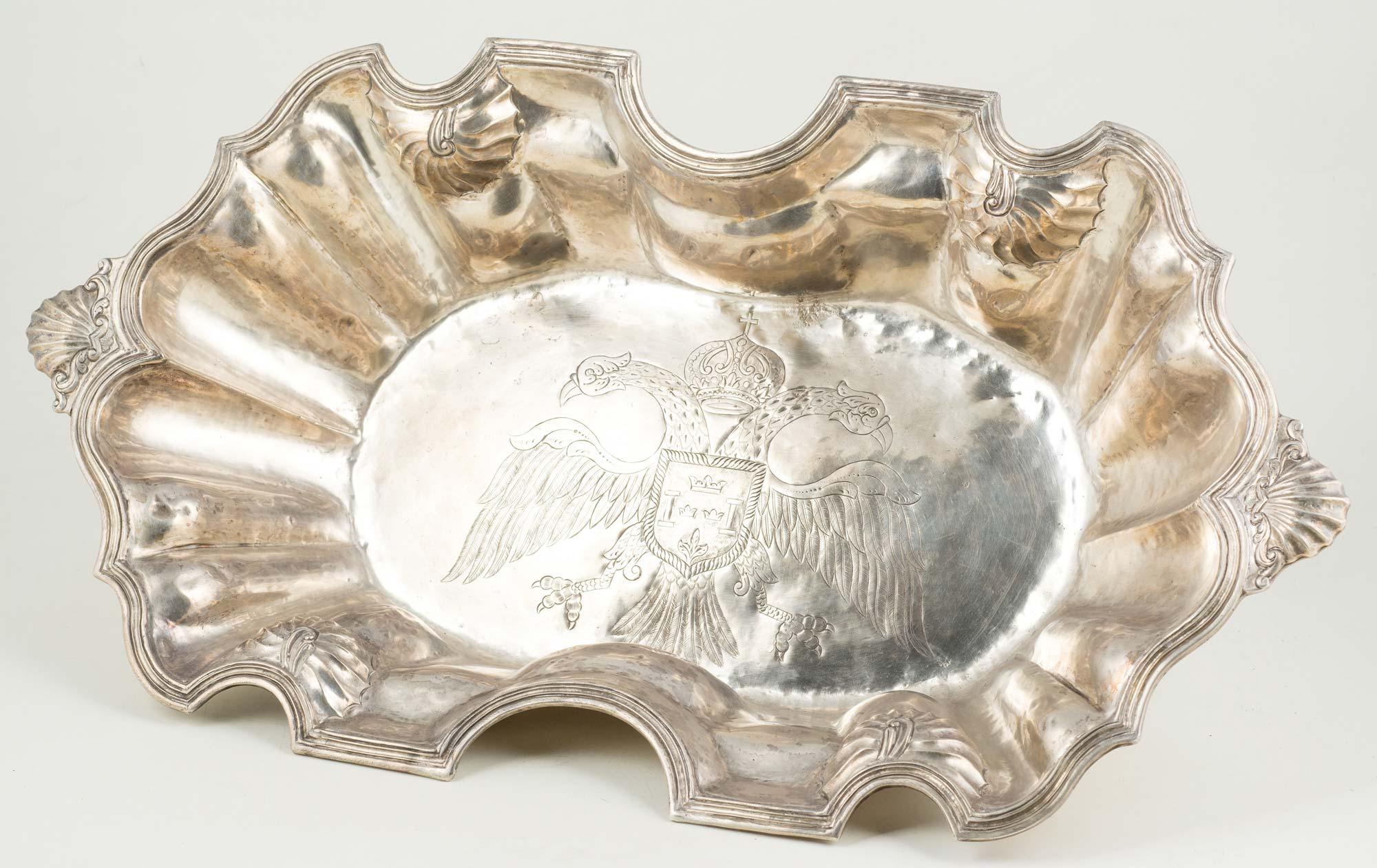 fl002_01Bacía-de-plata-repujada-y-cincelada.-Colonial-S.-XVII-XVIII.00