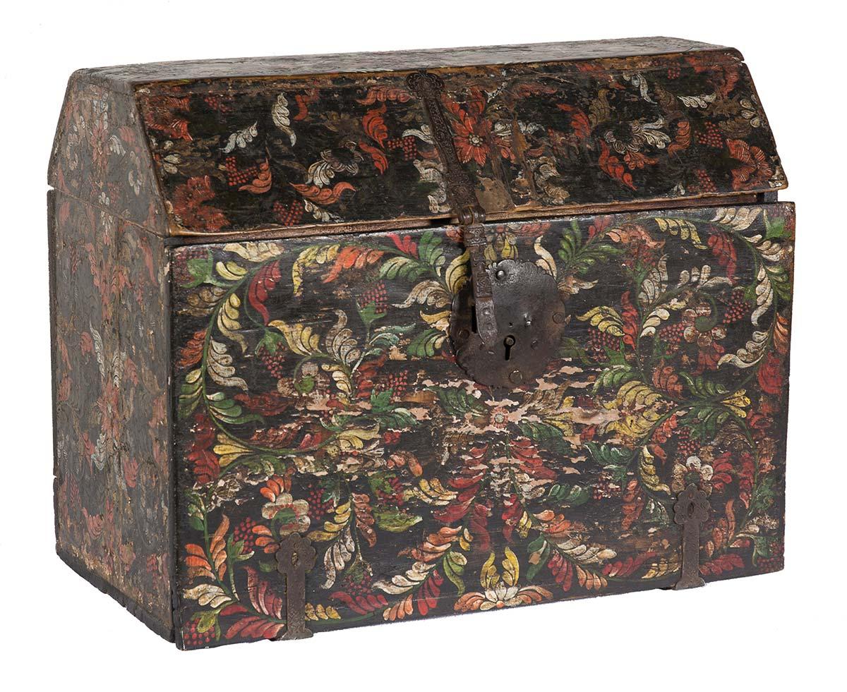 fl040_01-Arqueta-escritorio-en-madera-con-barniz-de-pasto.-Colombia-h.-1700.01
