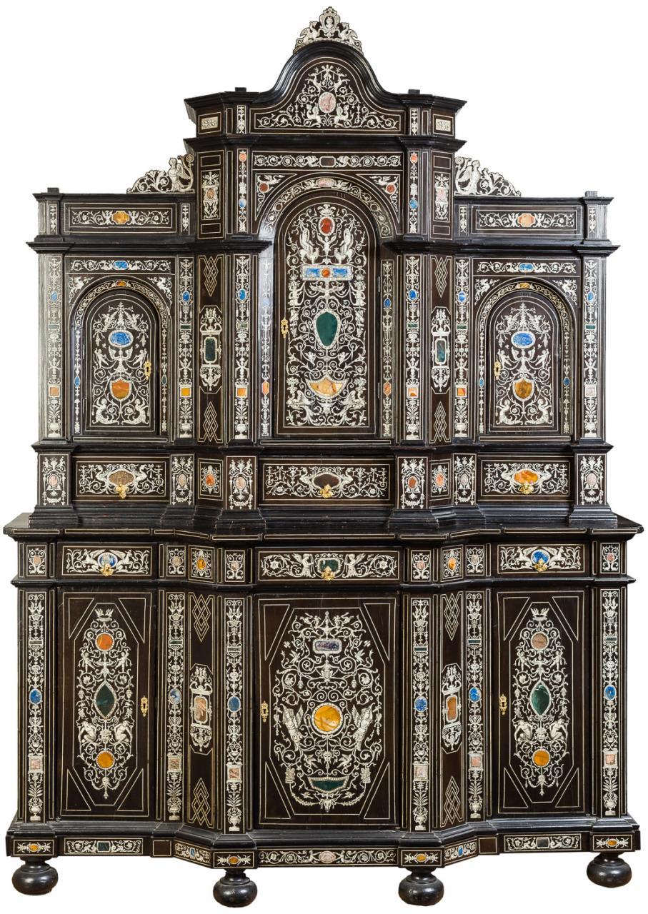 Mueble de dos cuerpos. Milán, Italia. H. 1850-1860