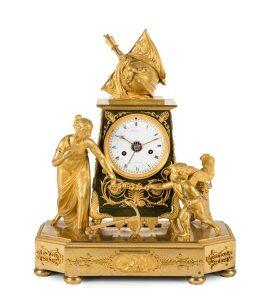 313 Francisco Luis Godon. Reloj de bronce dorado con grupo representando a Psiquis y Cupido, época Carlos IV, hacia 1800. Esfera firmada FLGodon.00
