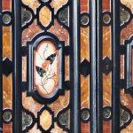 548-Cabinet-de-dos-cuerpos-florentino-de-estilo-barroco-en-ébano-y-madera-ebonizada-con-incrustaciones-y-reservas-de-pórfido,-de-la-segunda-mitad-del-siglo-XIX.00
