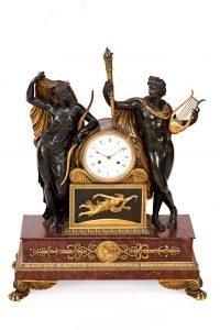 581-Reloj-Napoleón-III-estilo-Imperio-en-bronce-dorado-y-pavonado-y-mármol-rojo,-del-tercer-cuarto-del-siglo-XIX
