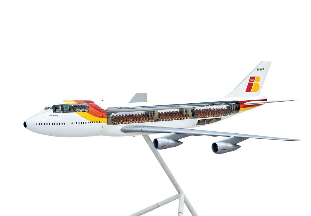 668 Maqueta de avión Iberia B 747 EC-DIA. Realizó su primer vuelo el 23 de abril de 1980. Fue bautizado como Tirso de Molina. Iberia operó estos aviones hasta el año 2005. 00