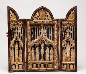 844-Francisco-Pallás-y-Puig-Calvario-Triptico-s.XIX-en-marfil-tallado-y-pocromía,-borde-en-taracea-y-alma-de-madera.02