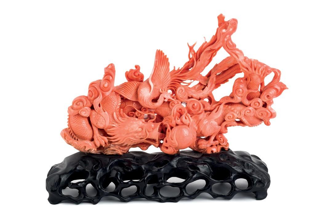 464 Gran figura de coral que representa a un dragón oriental y a un ave fénix.00
