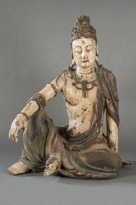 859 Guanyin tallada en madera con policromía posterior, posiblemente Dinastía Ming.00