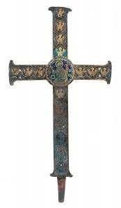 001.1-Cruz-de-altar-o-de-procesión-en-cobre-grabado,-dorado-y-con-esmaltes-champlevé.-Limoges.-Francia.-Románico.-Hacia-1190.08