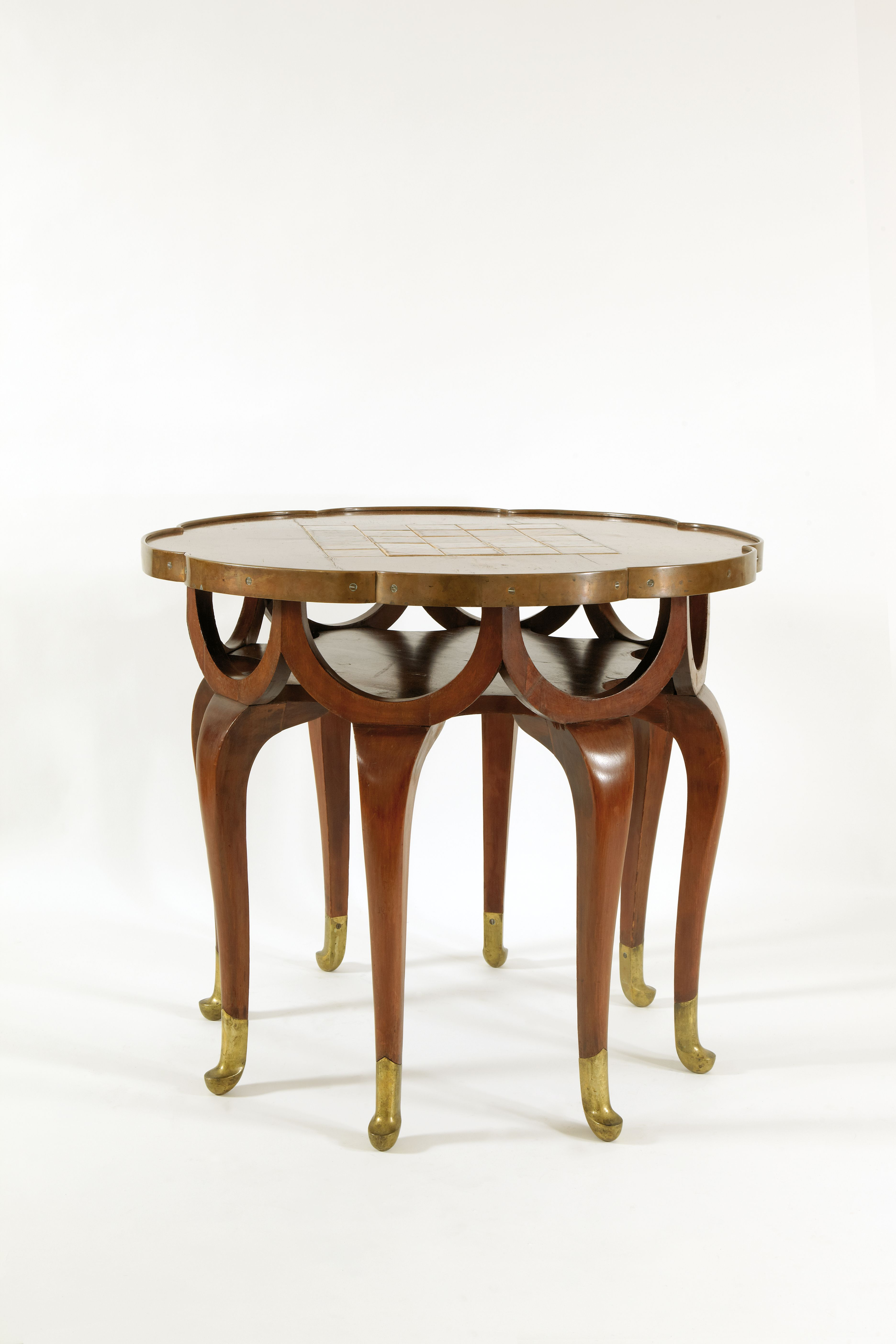 mesa-c1900-utilizada-por-adolf-loos-f-o-schmidt-coleccion-hummel-viena-foto-gisela-erlacher