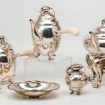 271-Juego-de-café-en-plata-danesa-sterlng,-punzonada,-con-marcas-del-platero-Georg-Jensen,-modelo-Blossom,-diseño-de-1905.03