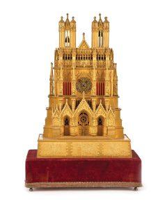 418-Reloj-de-sobremesa-en-bronce-dorado-representando-la-catedral-de-Reims,-Francia,-ca.-1835.01