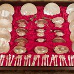 45-Set-para-caviar-en-madreperla-y-plata-regalo-de-Imelda-Marcos-al-Hotel-Ritz.01