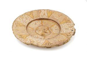 650 Plato hispano-morisco de cerámica valenciana. Probablemente Manises. S. XVI. 00