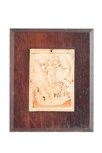 772 Niño Jesús. Placa de marfil tallado. Escuela Indo-portuguesa S. XVII-XVIII