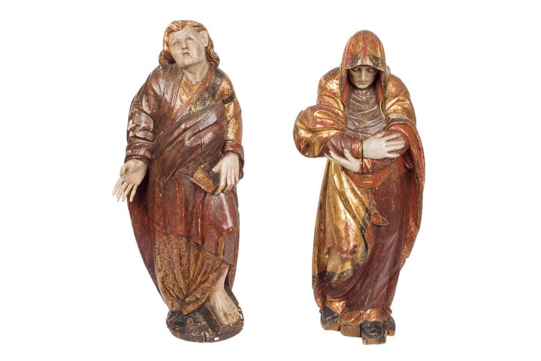 863 Dos figura de un calvario. Dos tallas de bulto redondo realizadas en madera tallada, dorada y policromada. Antiguos restos de carcoma y antiguos deterioros.00