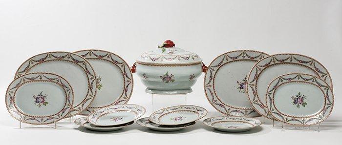 820 Vajilla en porcelana china para la Exportación, Compañía de Indias, época Chien Lung c. 1740. 00