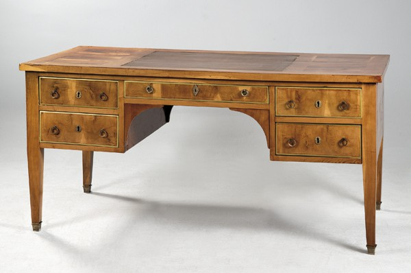 837 Marc du Plantier Francia, 1901-1975 Mesa escritorio de cerezo con tapa en cuero marrón, Madrid, h. 1940. 00