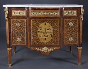 946 Pierre Roussel París, 1723-1782 Cómoda estampillada Luis XVI, c. 1775. En marquetería de diversas maderas en su color y teñidas, bronces dorados y tapa en mármol blanco veteado.