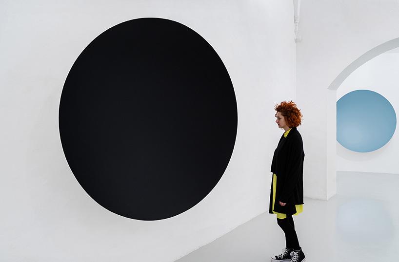 black-whirlpool