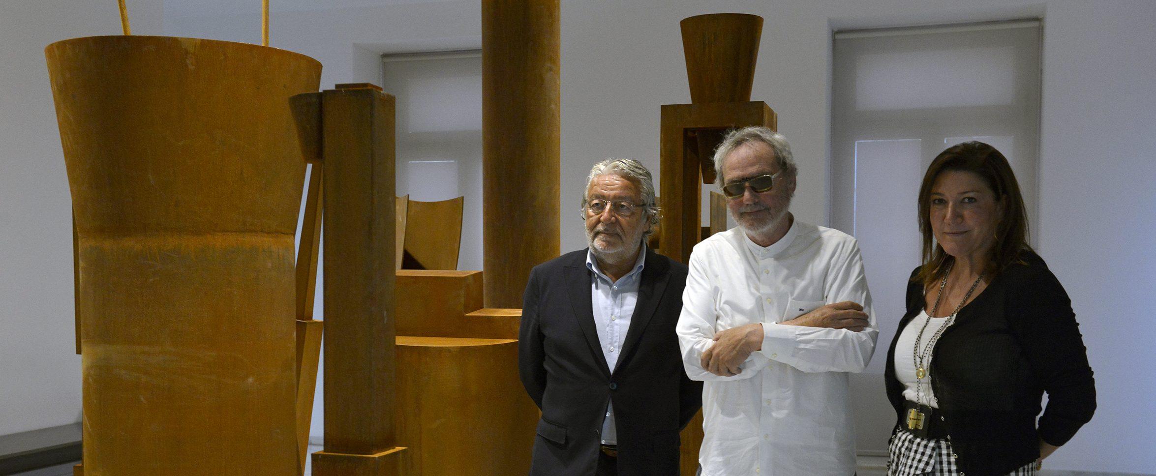 R. Alcón, M. Navarro y L. Durán, junto a Ciudad de las torres