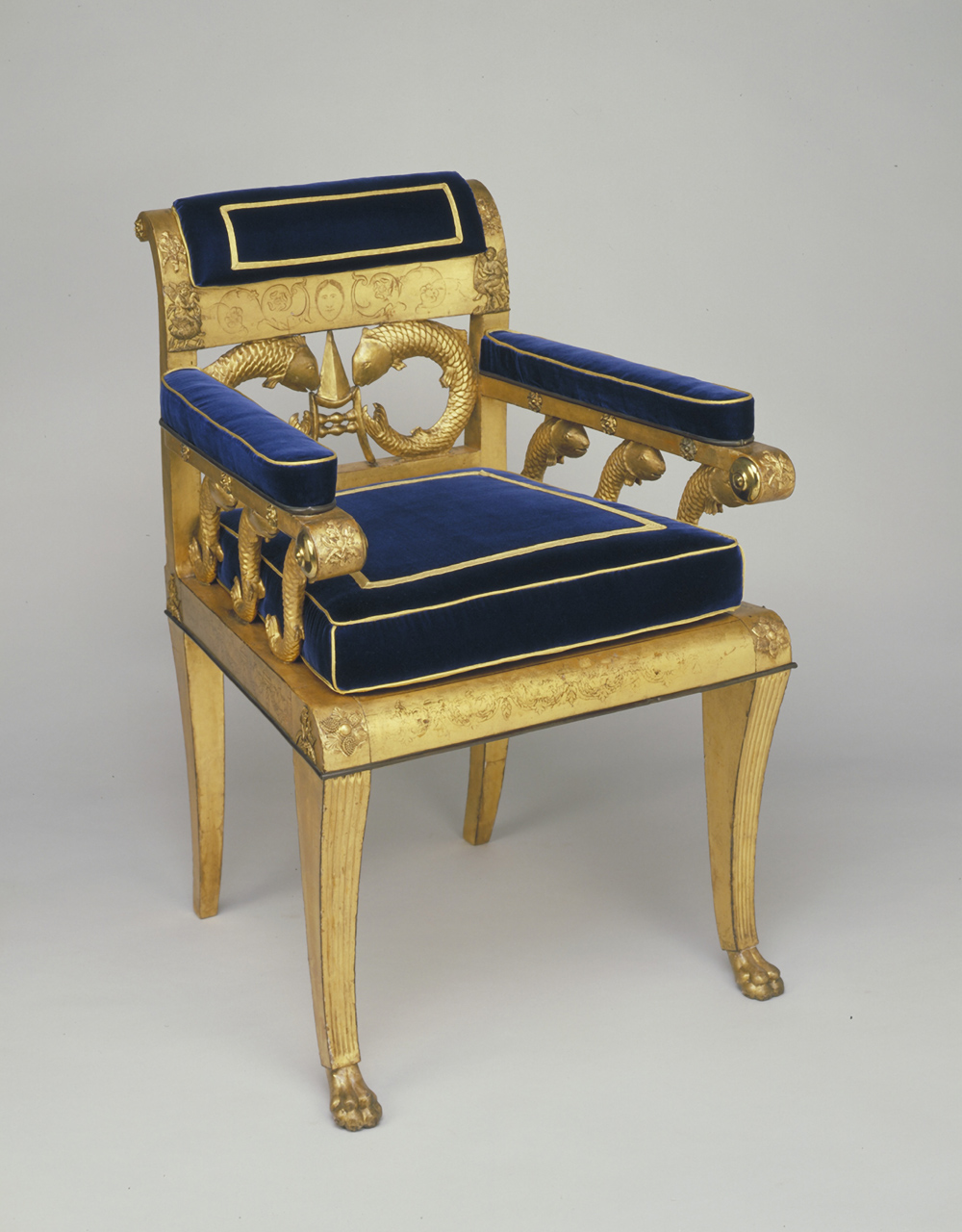 v&a dundee Throne chair