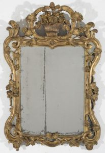 1157 Espejo español Carlos III, s. XVIII. Madera tallada y dorada.00