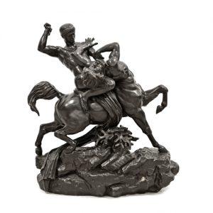 387 Antoine-Louis Barye Heracles matando al Centauro. Grupo escultórico en bronce pavonado firmado y con sello de fundición de Bardedienne fondeur..00