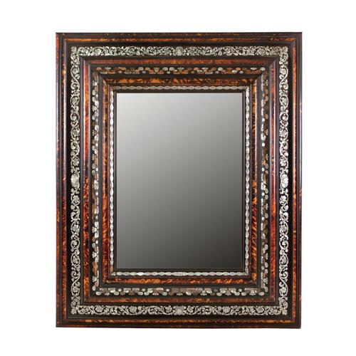 531 Gran marco con espejo en madera ebonizada y carey con incrustaciones de nácar, Norte de Italia, S. XIX.00