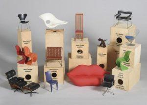 635 Colección de 24 sillas de Vitra Design Museum. Réplicas en miniatura de las piezas más importantes de su colección de mobiliario de diseño. 00
