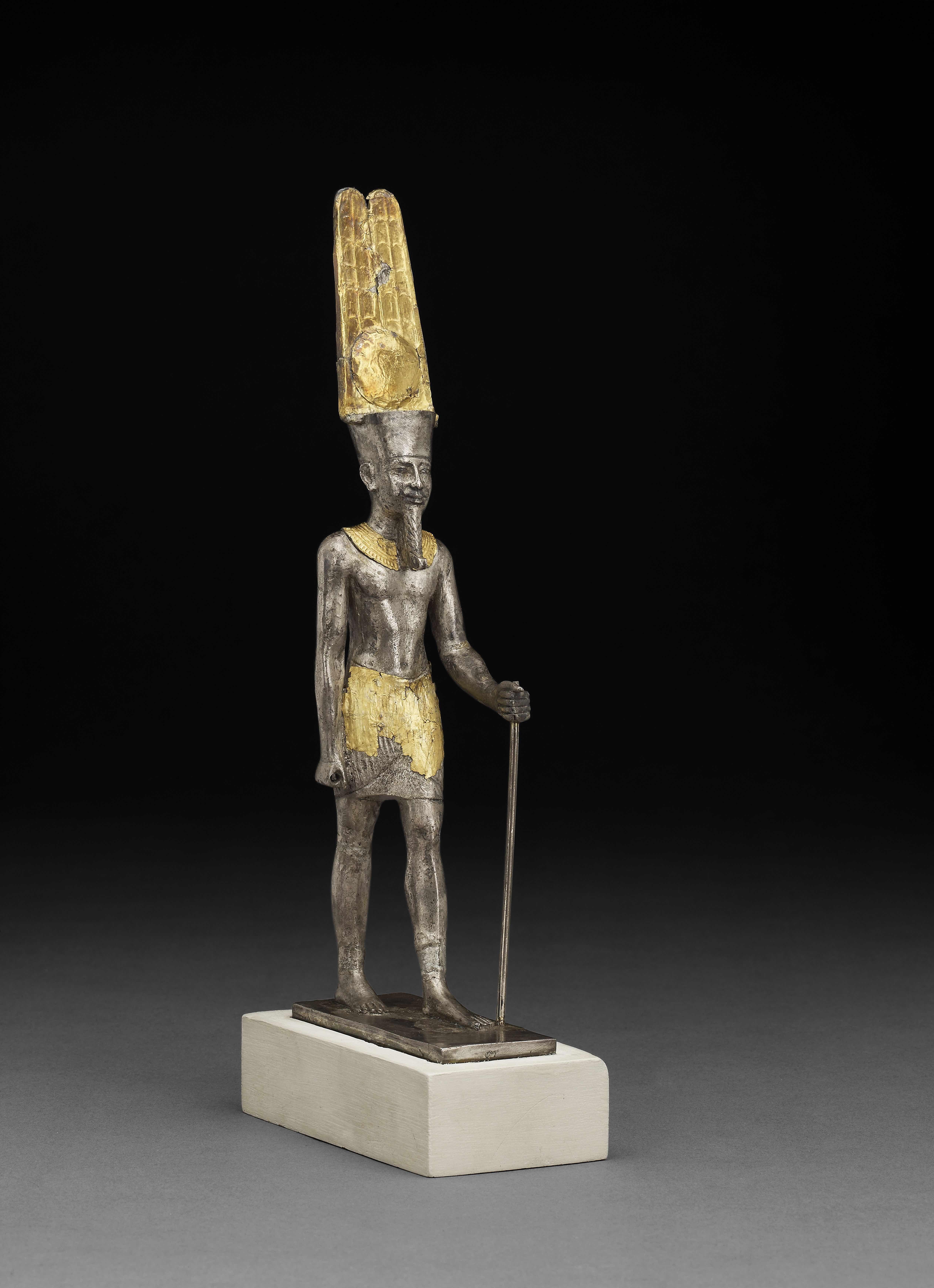 estatuilla-del-dios-amon-re-plata-sobredorada-c-1069-664-a-c-karnak-tebas-egipto-c-trustees-of-the-british-museum