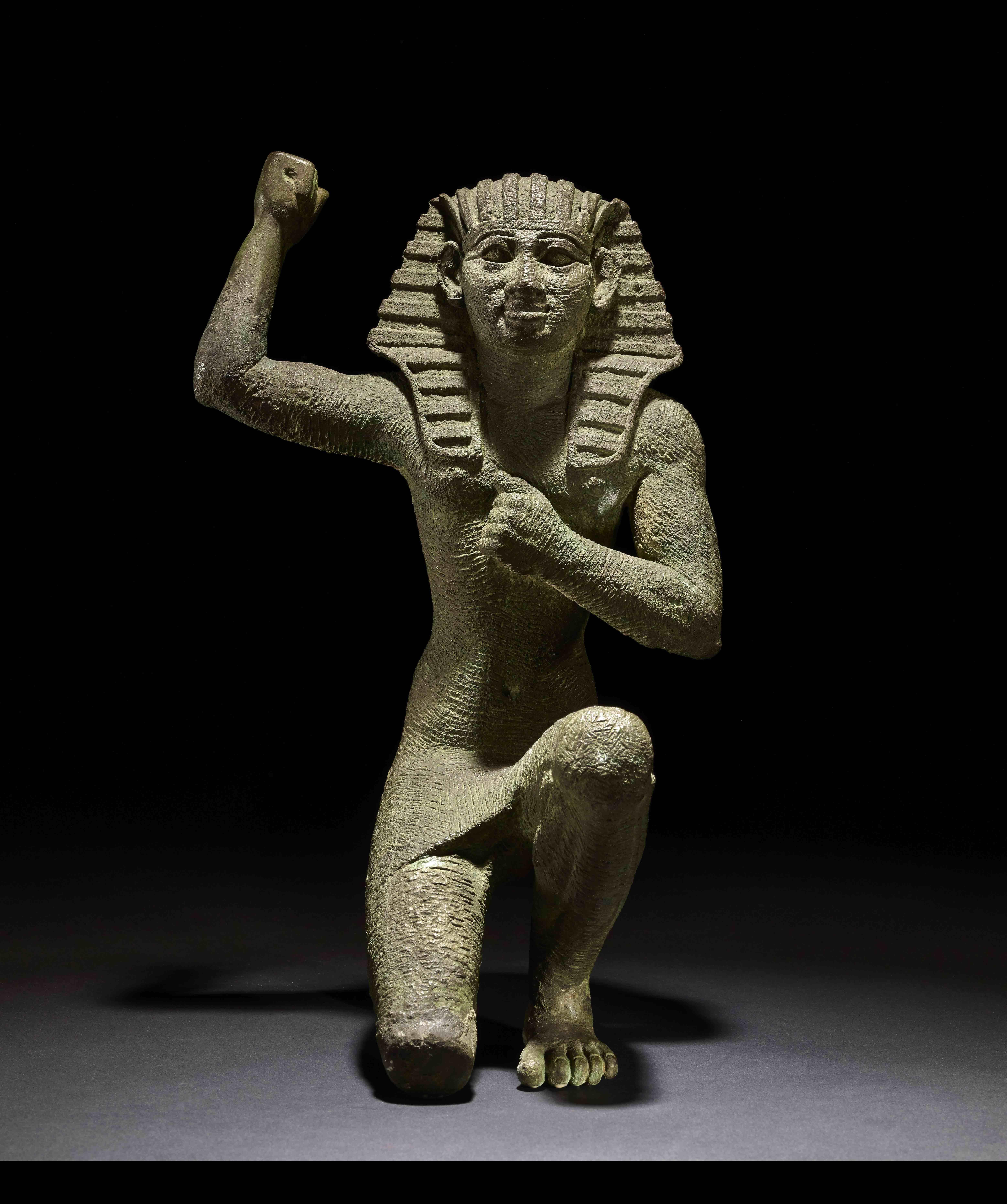 estatuilla-en-actitud-de-jubilo-bronce-c-664-332-a-c-egipto-c-trustees-of-the-british-museum