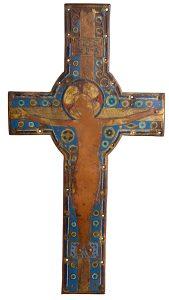 1.01-Gran-cruz-en-cobre-dorado-con-esmalte-champlevé.-Limoges.-Francia.-Románico