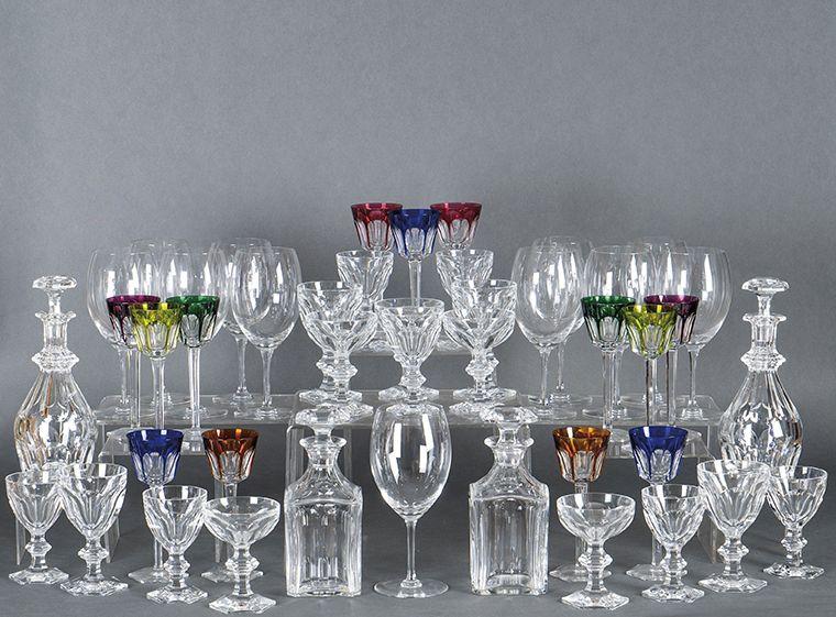 1112-cristalera-de-baccarat-modelo-harcourt-en-vidrio-incoloro-y-multicolor.-pie-hexagonal-y-decoracin-facetada.-con-sello-e-inscripcin.-00