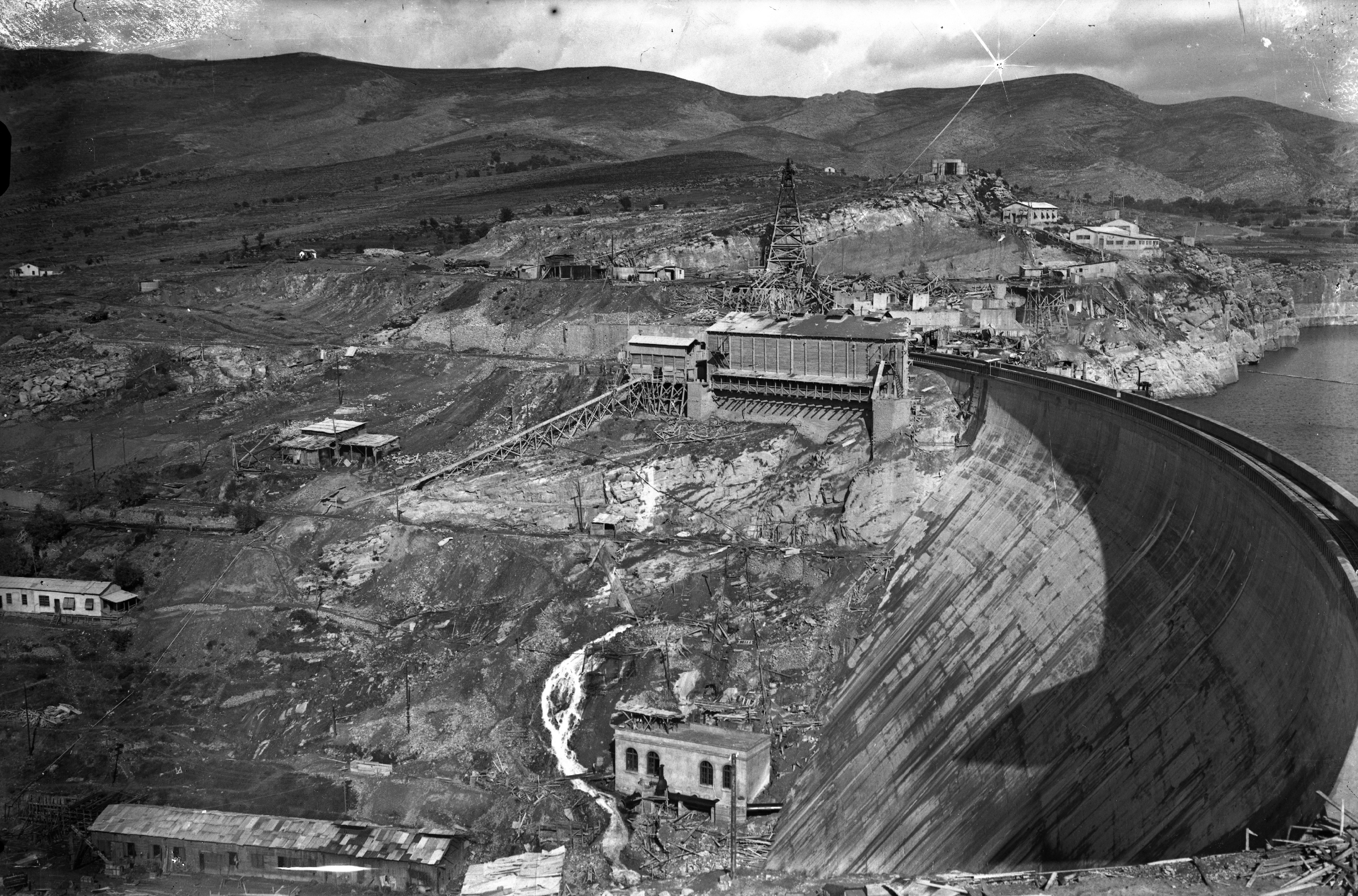 48932.-vista-general-de-la-presa-de-talarn-durante-su-construccin.-1916
