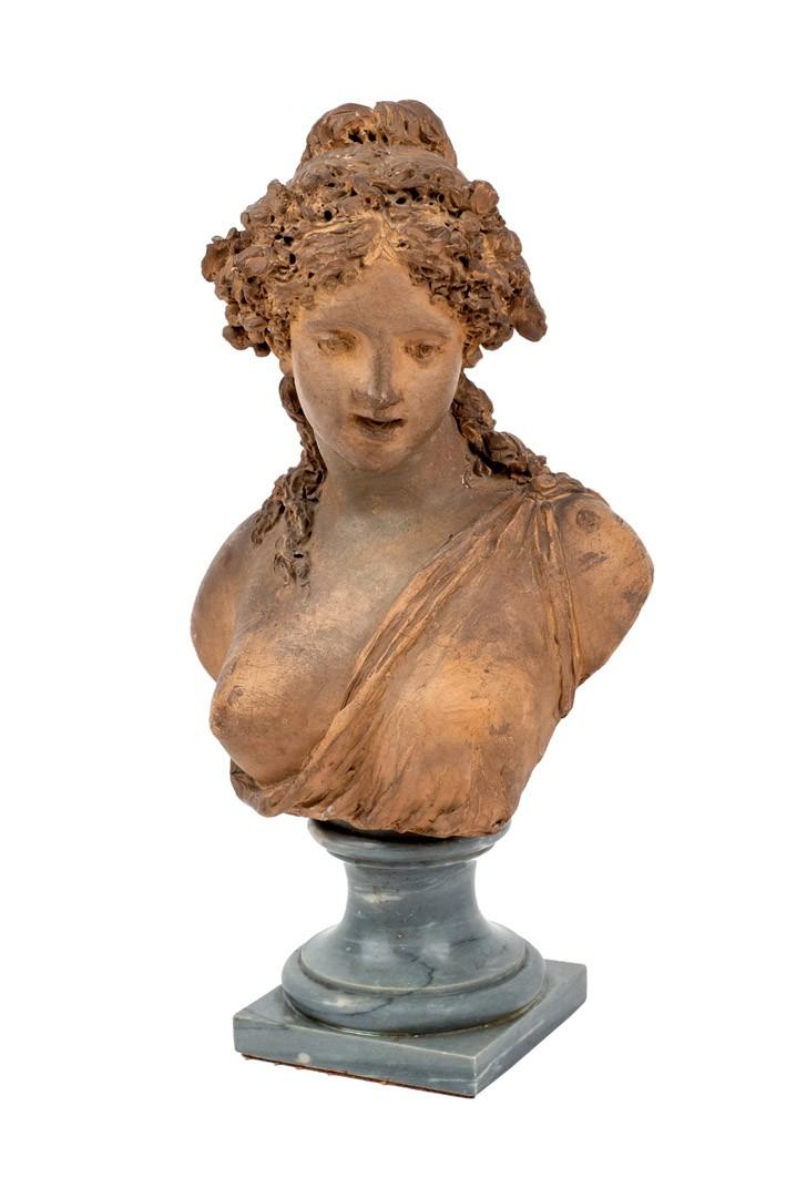 609 Busto femenino. Busto mfemenino realizado en terracota. Firmado en la parte trasera. Jacques Marín. Peana de mármol.00