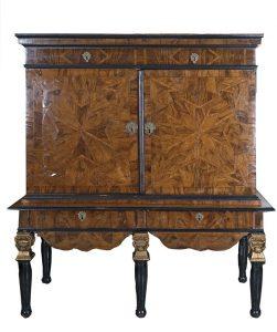 718-cabinet-en-madera-tallada-dorada-y-ebonizada-pars-c.1690.-00