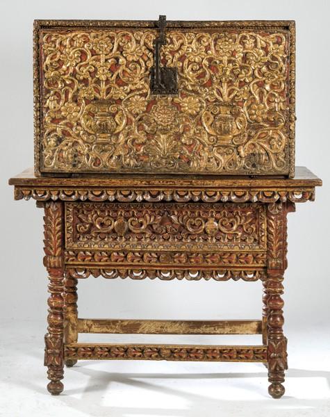 746 Papelera o contador con pie de puente realizado en madera tallada, policromada y dorada, Virreitnato del Perú, Alto Perú pp. S. XVIII.00